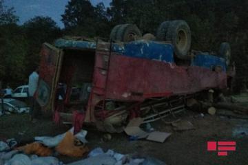 В Лянкяране перевернулся автобус, 1 человек погиб, 22 – ранены - [color=red]ФОТО[/color] - [color=red]ОБНОВЛЕНО[/color]