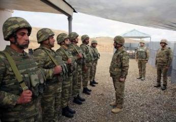 Министр обороны Азербайджана посетил воинские части в прифронтовой зоне