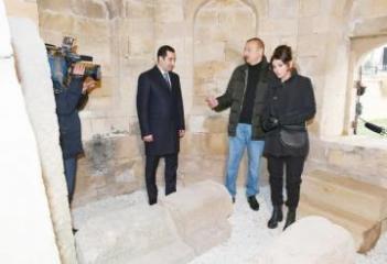 Президент Ильхам Алиев и первая леди Мехрибан Алиева ознакомились с работой по благоустройству вокруг мавзолея «Шаххандан» - [color=red]ОБНОВЛЕНО[/color]