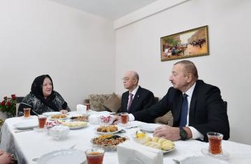 «Он сказал, что его обязанность как главы государства решать проблемы оставшихся без крова людей» - [color=red]РЕПОРТАЖ ИЗ ШАМАХЫ[/color]