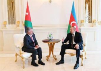 Azerbaijani President holds a one-on-one meeting with King of Jordan