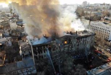 Число погибших из-за пожара в колледже в Одессе выросло до 13