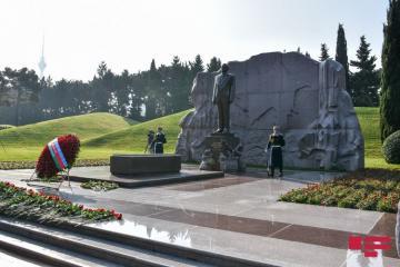 Azərbaycan Ümummilli Lider Heydər Əliyevi ehtiramla yad edir  - [color=red]FOTOSESSİYA[/color]