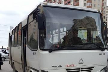 В Баку столкнулись автобус и легковой автомобиль, пострадали 6 человек
