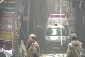При пожаре в Нью-Дели погибли не менее трех человек