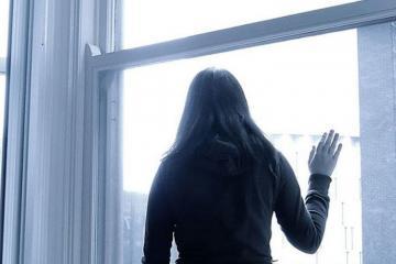 В Пираллахи девушка выбросилась из окна