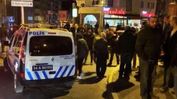 İstanbulda avtomobilin atəşə tutulması nəticəsində 2 nəfər ağır yaralanıb