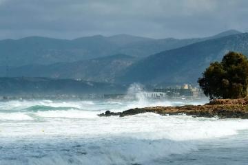 """""""Fabien"""" qasırğası Korsika adası ilə Fransanın materik hissəsi arasındakı əlaqəni kəsib"""