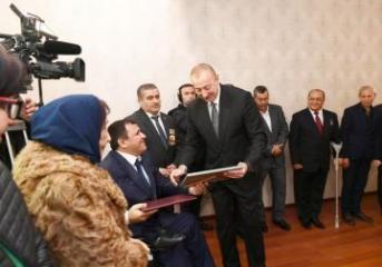 В Баку состоялась церемония предоставления квартир и автомобилей инвалидам Карабахской войны  - [color=red]FOTO[/color]