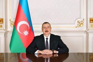 Президент Ильхам Алиев поздравил азербайджанцев мира