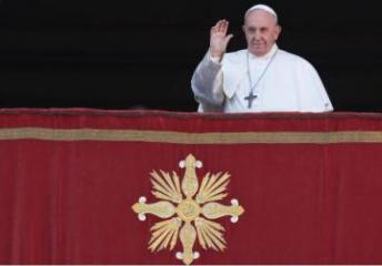 Pope defends migrants, calls for peace in Christmas message