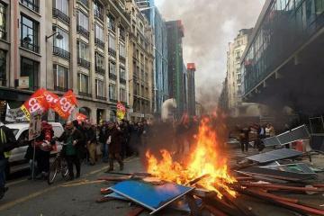 В ходе демонстраций протеста в Париже задержаны 6 человек