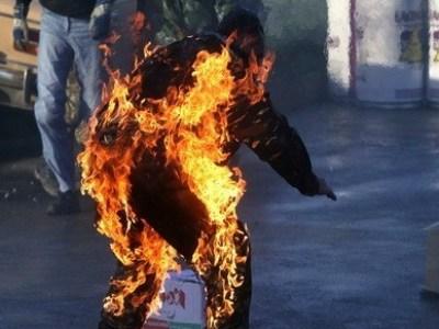 Попытка самосожжения у здания правительства Армении - [color=red]ВИДЕО[/color]