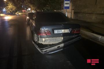 В Баку Mercedes устроил ДТП, проехав на красный сигнал светофора - [color=red]ВИДЕО[/color]