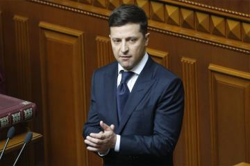 Zelenski Minsk razılaşmasına tam əməl edəcəyinə vəd verib