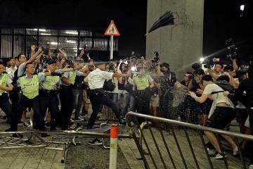 В Гонконге произошли столкновения между демонстрантами и полицией