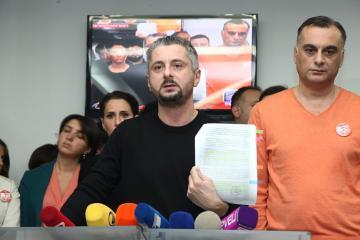 """""""Rustavi 2"""" telekanalı kütləvi etirazlardan sonra yayımını dayandırıb"""