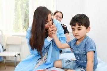 Лейла Алиева встретилась с детьми, получающими лечение в ряде медицинских учреждений Баку