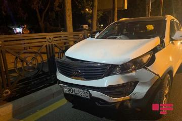 В Баку женщина совершила ДТП, проехав на красный сигнал светофора  - [color=red]ФОТО[/color] - [color=red]ВИДЕО[/color]