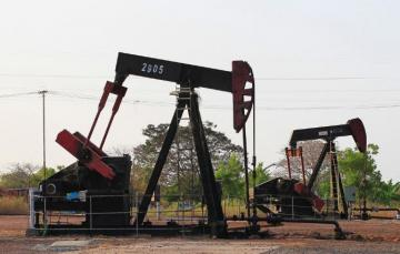 Oil prices fall on fading storm impact, Chinese economic data