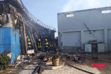 На центральном рынке Сабирабада начался сильный пожар