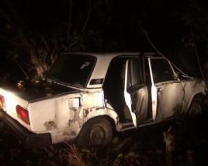Ağaca çırpılan avtomobildəki sərnişin yerindəcə öldü