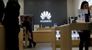 Huawei says it will continue to use Android on its smartphones as it develops new OS