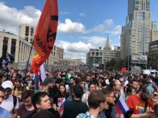 Митинг оппозиции в Москве собрал десятки тысяч человек