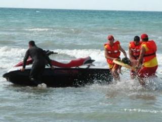 На пляжах Баку спасены 9 купальщиков