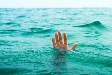 Sumqayıtda 20 yaşlı gənc dənizdə çimərkən boğulub