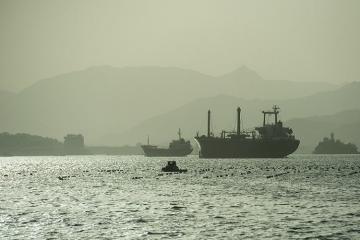 Şimali Koreya göyərtəsində 17 dənizçi olan Rusiya gəmisini saxlayıb