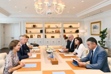 Birinci vitse-prezident Mehriban Əliyeva Fransanın iqtisadiyyat və maliyyə naziri ilə görüşüb