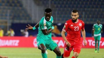 PSG sign Everton midfielder Gueye