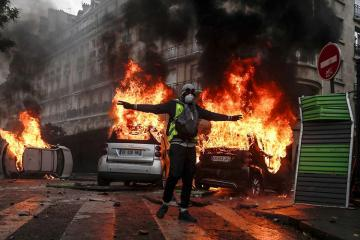 «Желтые жилеты» проводят в Париже 29-ю акцию протеста