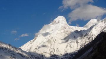 Himalayda 8 alpinist itkin düşüb