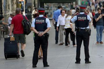 В центре Барселоны мужчина с оружием вызвал панику