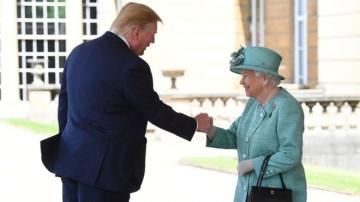 ABŞ prezidenti Böyük Britaniya kraliçası ilə görüşüb