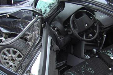 В Агсу перевернулся автомобиль, пострадали 3 человека