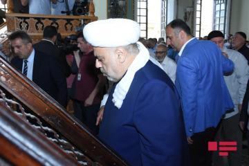 В мечети Тезе Пир совершен праздничный намаз