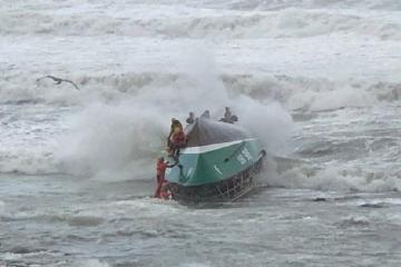 Fransada xilasetmə gəmisi çevrilib, 3 nəfər ölüb
