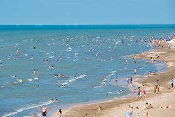 На 16 пляжах будут действовать бригады скорой медицинской помощи