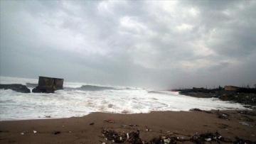 India to evacuate thousands as cyclone nears west coast