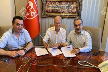 Мустафа Денизли подписал 5-летний контракт с «Трактор-Сази»