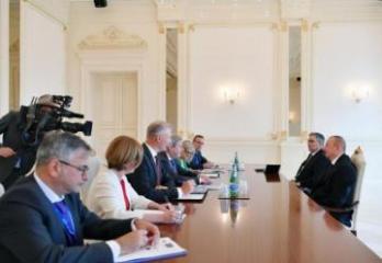 Prezident İlham Əliyev Aİ komissarını qəbul edib