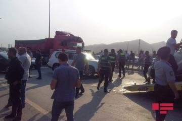 В Гарадаге столкнулись микроавтобус и легковушка, погибли 3 человека