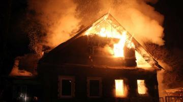 Душевнобольной житель Гянджи спалил дом