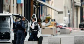 French soldiers shoot knife-wielding man in Lyon