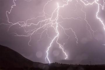 В Нидерландах 14 подростков ранены при ударе молнии