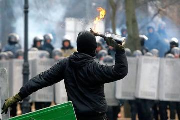 """Gürcüstan polisi aksiyalarda """"Molotov kokteyli"""" atmağı planlaşdıran şəxsi saxlayıb"""
