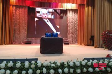 Началась церемония прощания с Ширмамедом Гусейновым